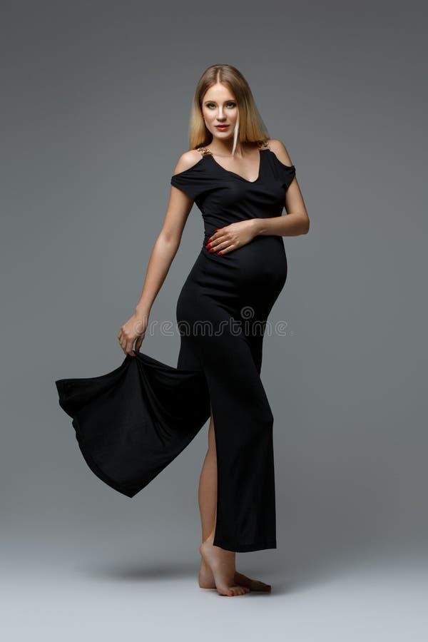 красивейшая беременная женщина стоковая фотография