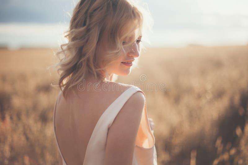 красивейшая белокурая девушка стоковые изображения