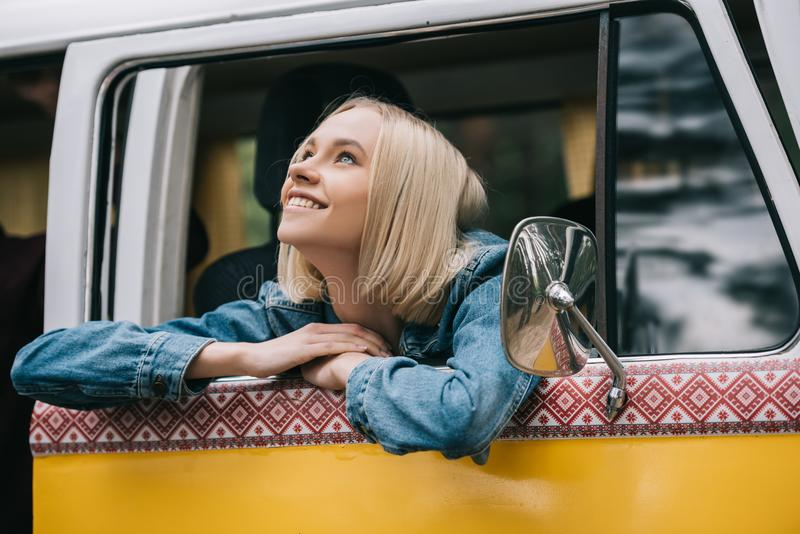 красивейшая девушка счастливая стоковое изображение rf