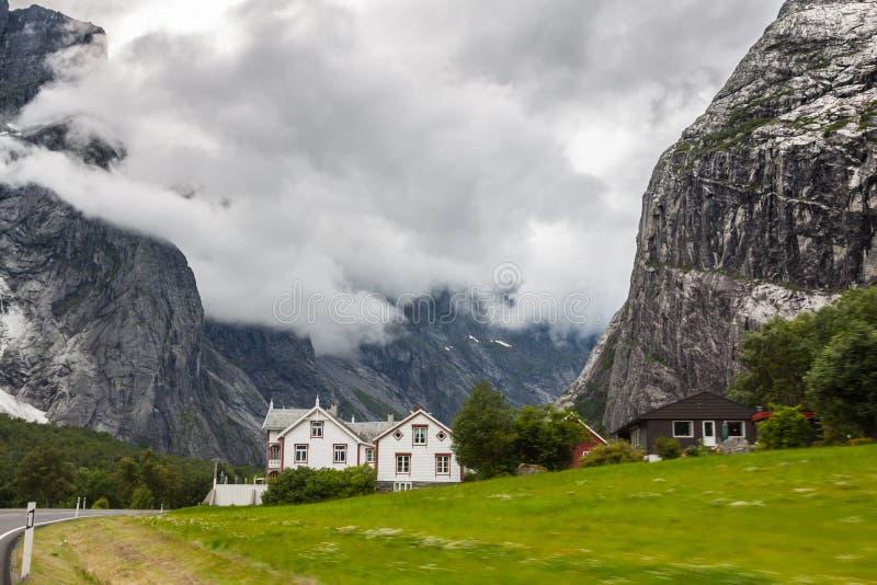 красивейшая долина troll трассы Норвегии стоковое фото