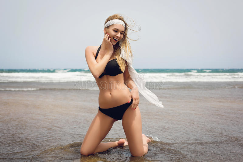 красивейшая девушка бикини стоковые фото