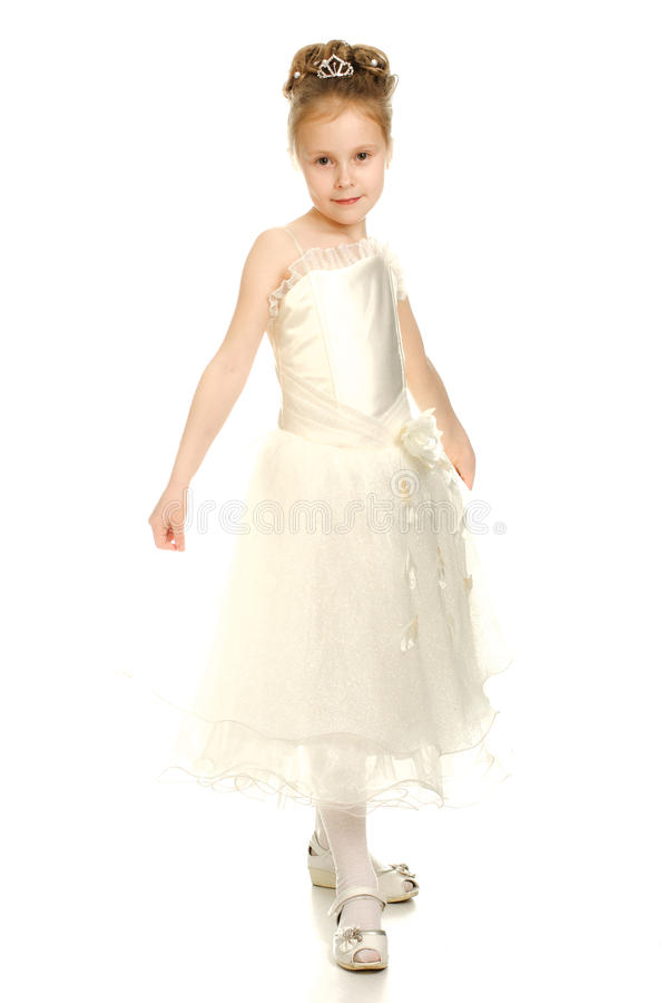 Красивейшая девушка в белом платье стоковые изображения rf