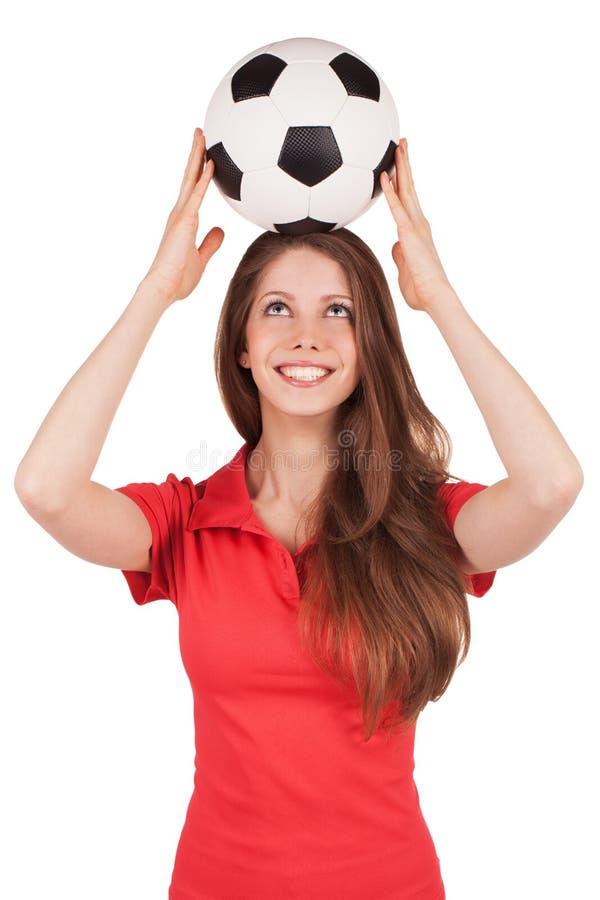 Девушка держа шарик футбола на его головке стоковое изображение rf