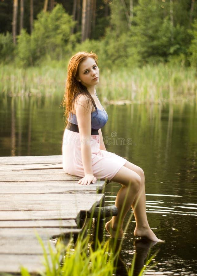 красивейшая девушка моста стоковое фото