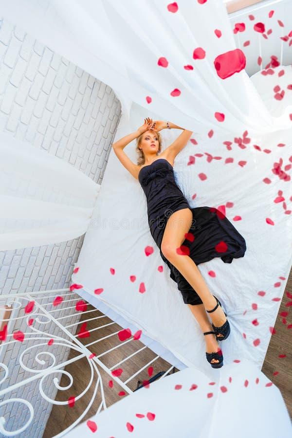 красивейшая женская модель стоковое изображение rf
