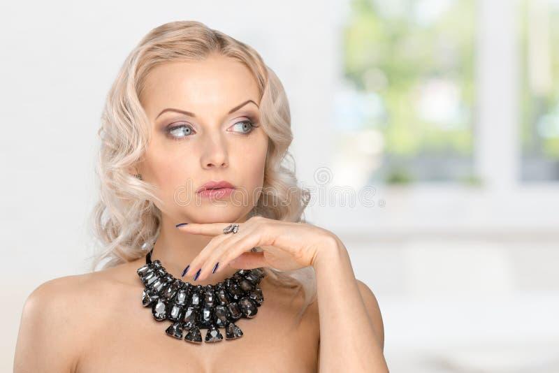 красивейшая женская модель стоковая фотография rf