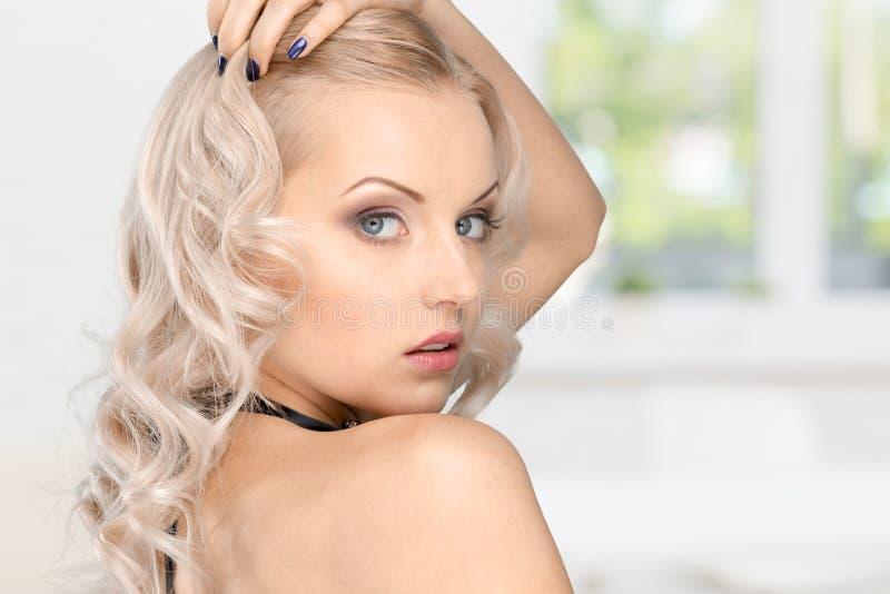 красивейшая женская модель стоковые изображения