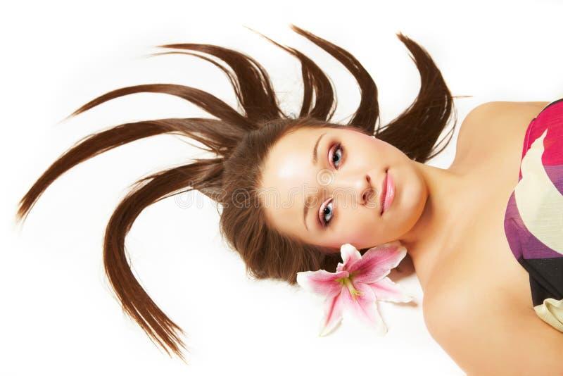 красивейшая женщина волос цветков стоковые фотографии rf