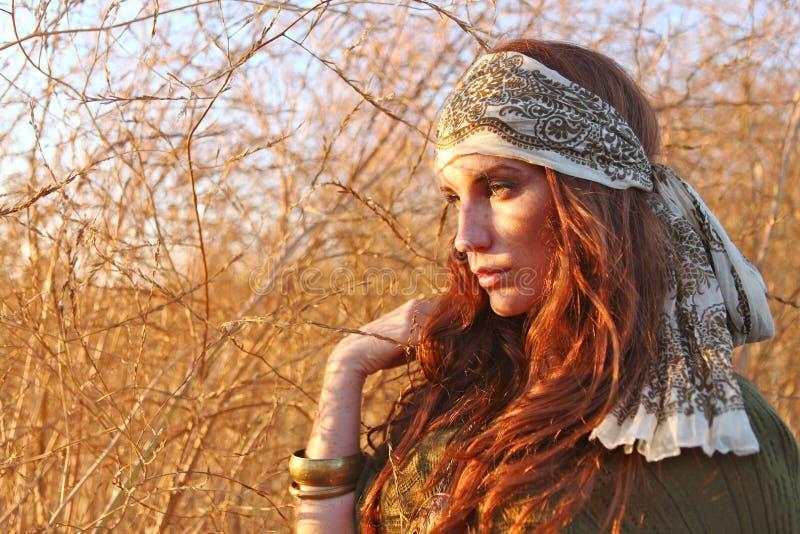 красивейшая женщина временени поля стоковые фотографии rf