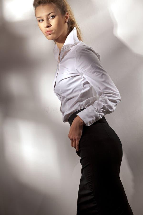 красивейшая женщина костюма дела стоковое изображение