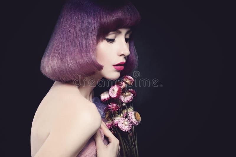 красивейшая женщина модели способа стрижка bob стоковое фото rf