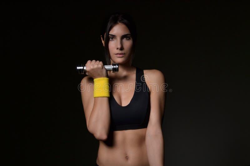 Download красивейшая женщина пригодности Стоковое Изображение - изображение насчитывающей lifestyle, воссоздание: 40583989