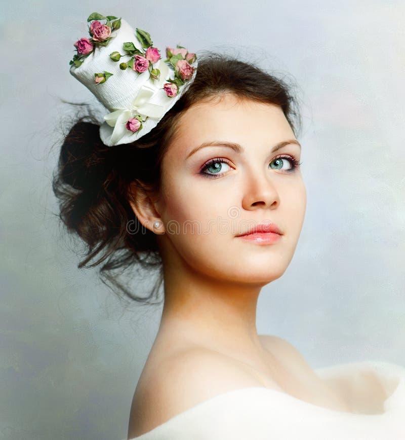 красивейшая женщина роз шлема стоковая фотография rf