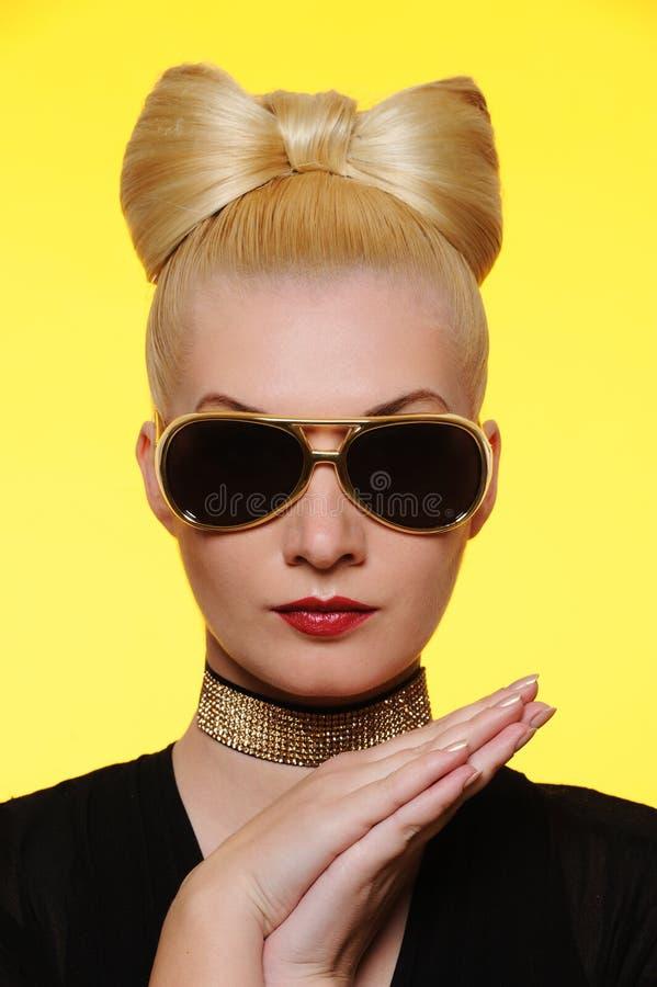 красивейшая женщина солнечных очков стоковые фото