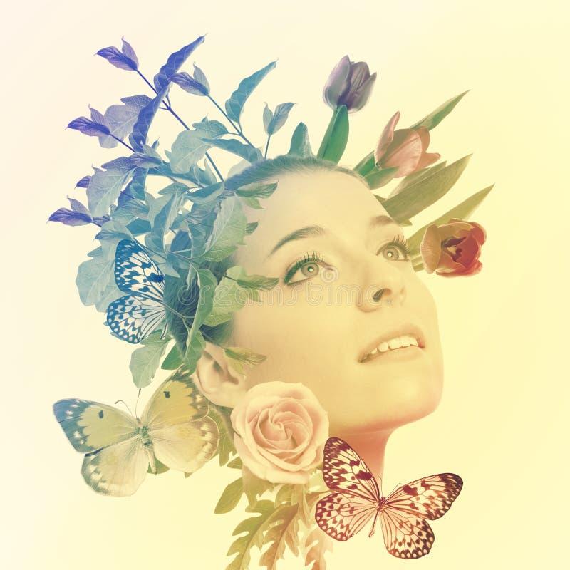 красивейшая женщина цветков бабочек стоковое изображение