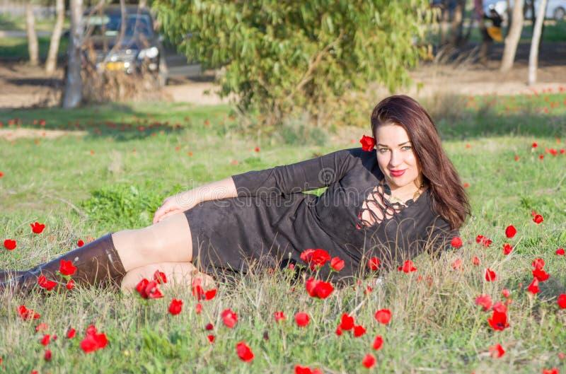 красивейшая женщина цветков стоковые фото