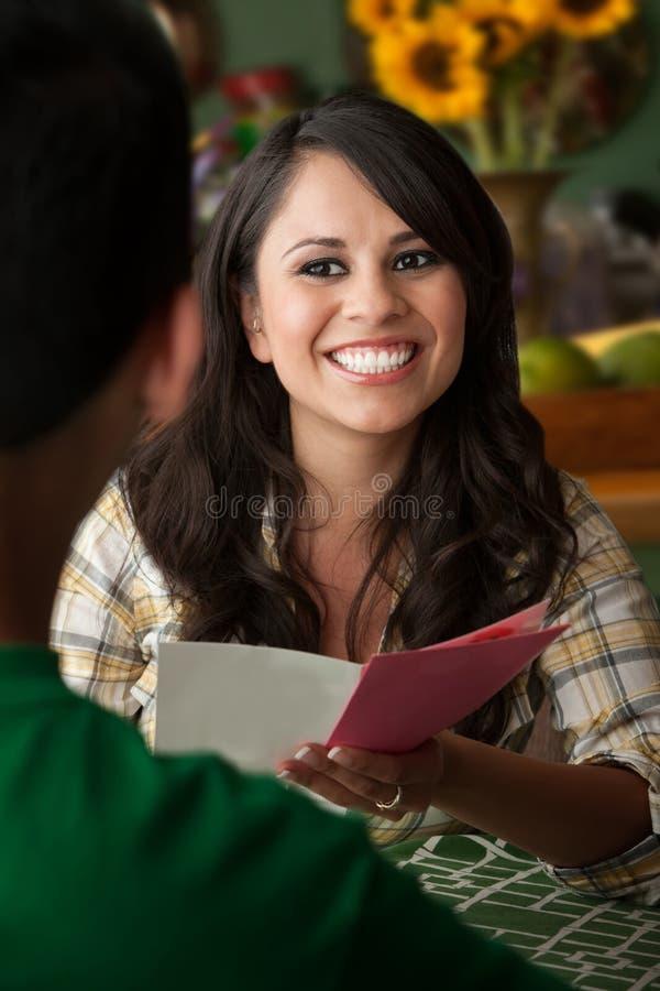 красивейшая женщина latina поздравительой открытки ко дню рождения стоковое фото