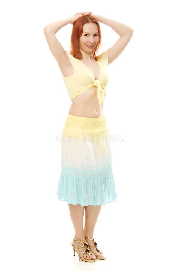 Красивейшая молодая женщина танцульки живота брюнет стоковая фотография