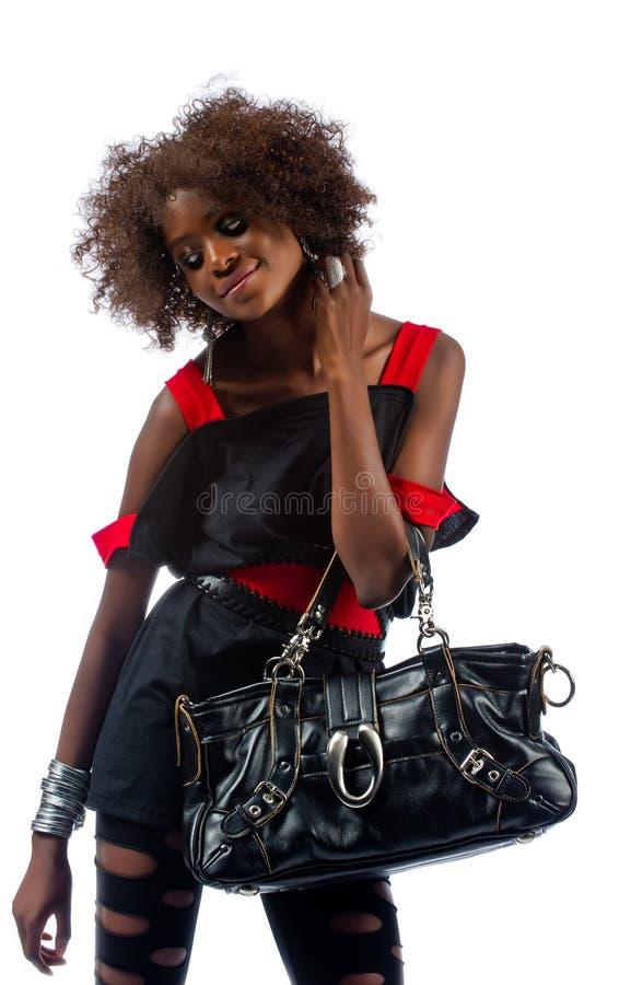 Красивейшая молодая чернокожая женщина с сумкой стоковые фотографии rf