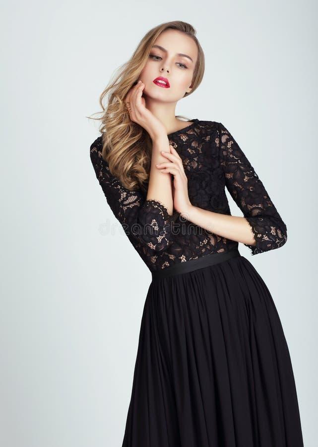 Красивейшая молодая женщина в платье стоковые изображения