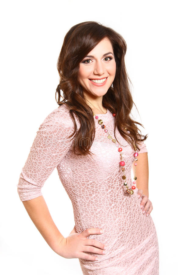 Красивейшая молодая женщина в розовом платье на белой предпосылке стоковое фото