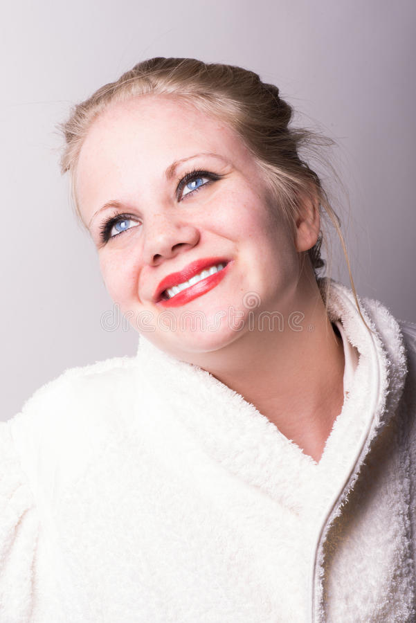 Изображение спы зажиточного красивейшей молодой женщины свежее стоковые изображения