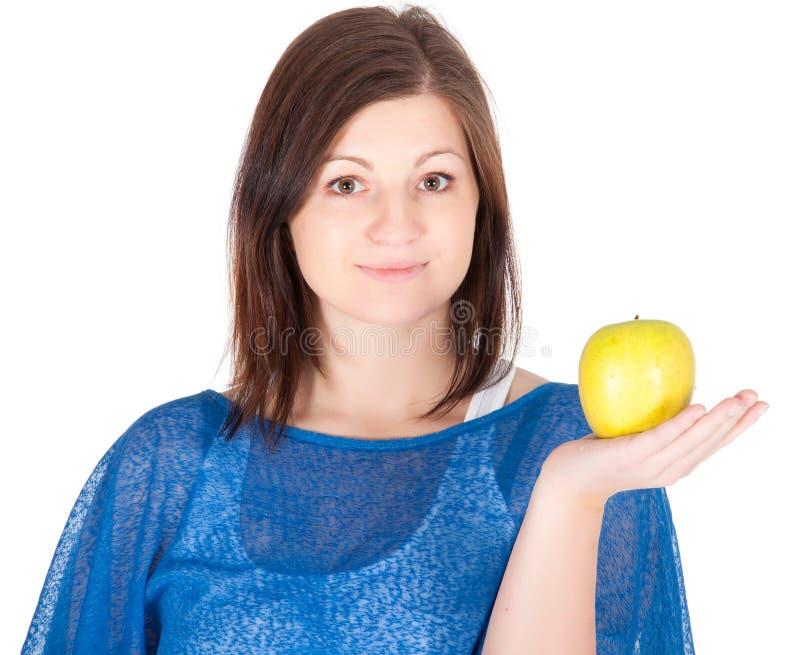 Красивейшая молодая женщина с зеленым яблоком над белой предпосылкой стоковые изображения rf
