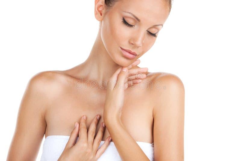 Красивейшая молодая женщина с свежей здоровой кожей стоковая фотография rf
