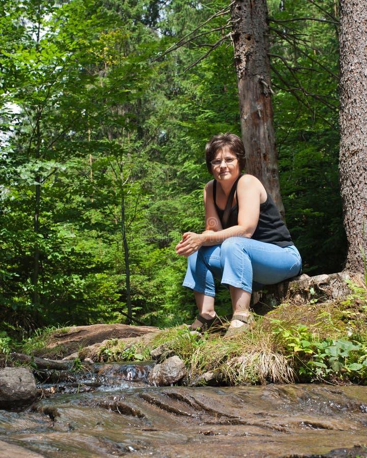 красивейшая отдыхая женщина стоковые изображения rf