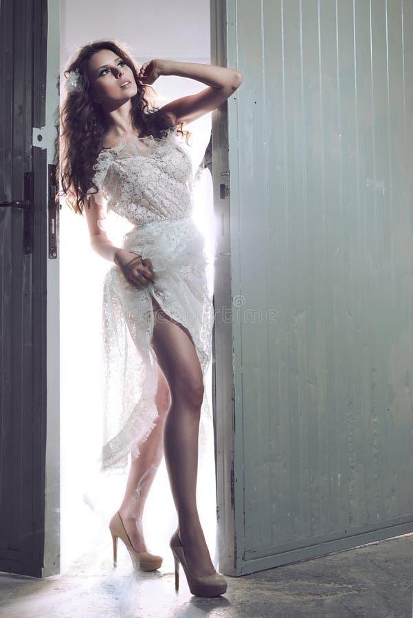 Красивейшая сексуальная молодая женщина стоковая фотография