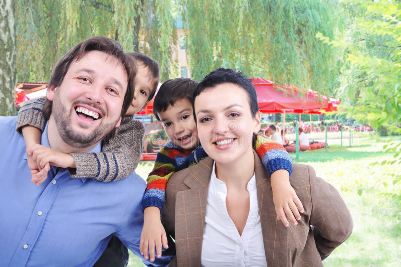 красивейшая семья счастливая очень стоковые изображения rf