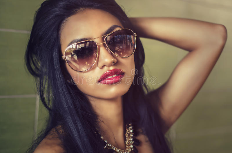 красивейшая шикарная женщина стоковая фотография