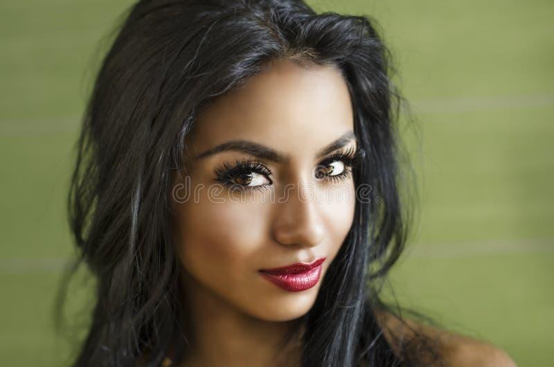 красивейшая шикарная женщина стоковое фото rf