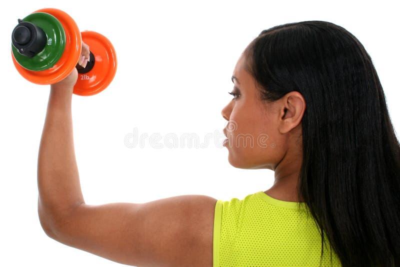 красивейшая dumbell деятельность женщины штока съемки вне стоковые фото