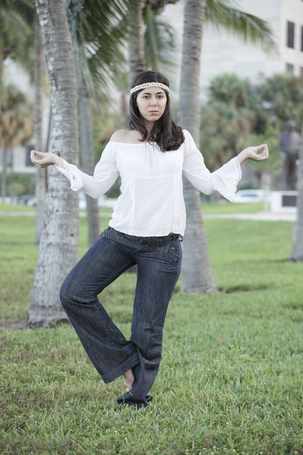 красивейшая meditating женщина стоковые фотографии rf