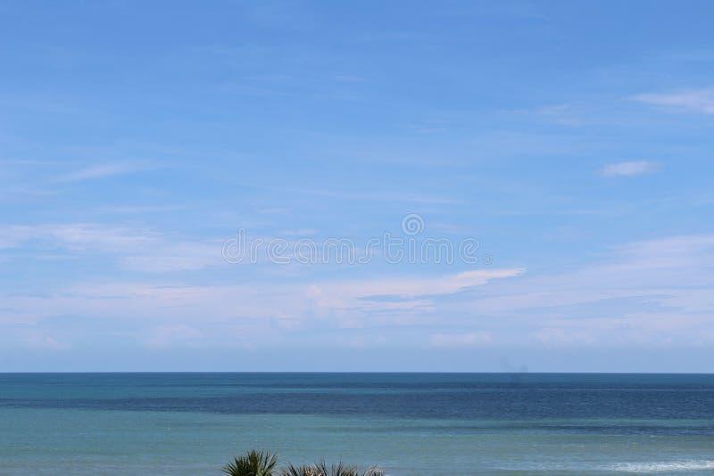 красивейшее голубое небо стоковые фото