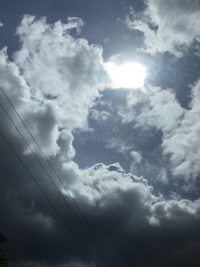 красивейшее голубое пасмурное небо стоковая фотография