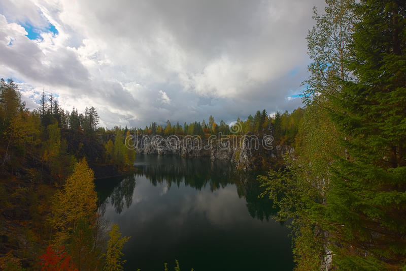 красивейшее лето мрамора ландшафта каньона Ландшафт осени Karelia стоковые фото