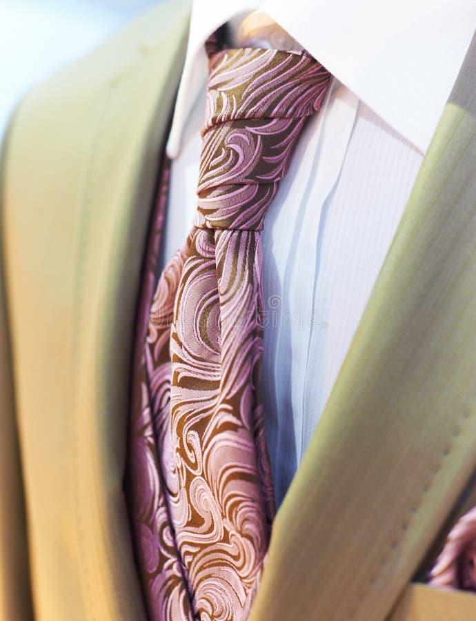 красивейшее коричневое венчание смокинга стоковое фото rf