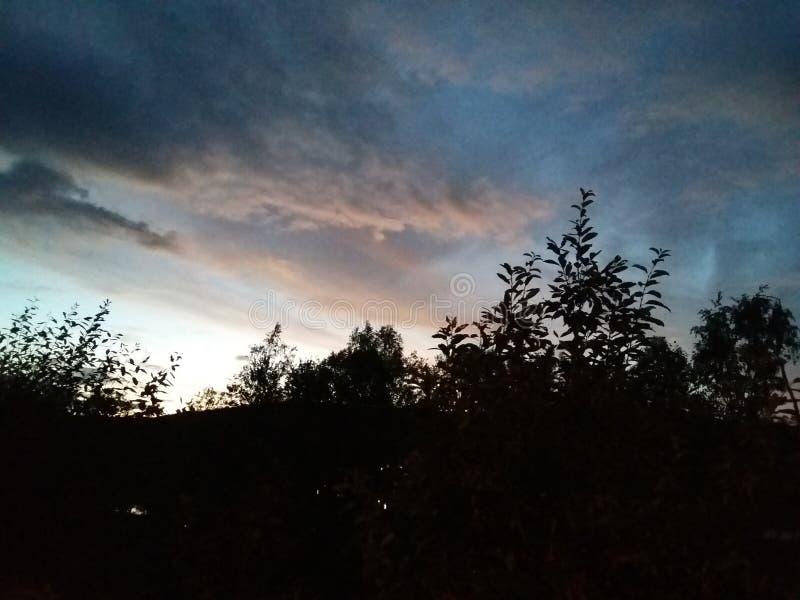красивейшее небо вечера стоковые фотографии rf