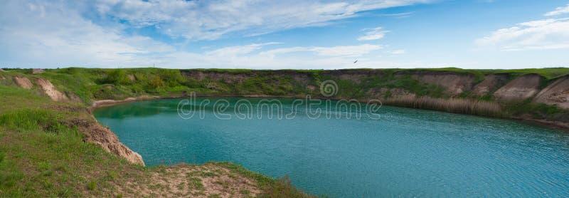 Download красивейшее озеро стоковое изображение. изображение насчитывающей красивейшее - 41663455