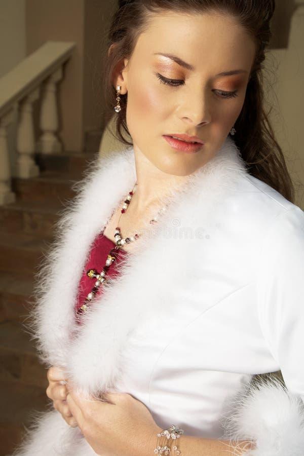 красивейшее whi красного цвета невесты стоковые фото