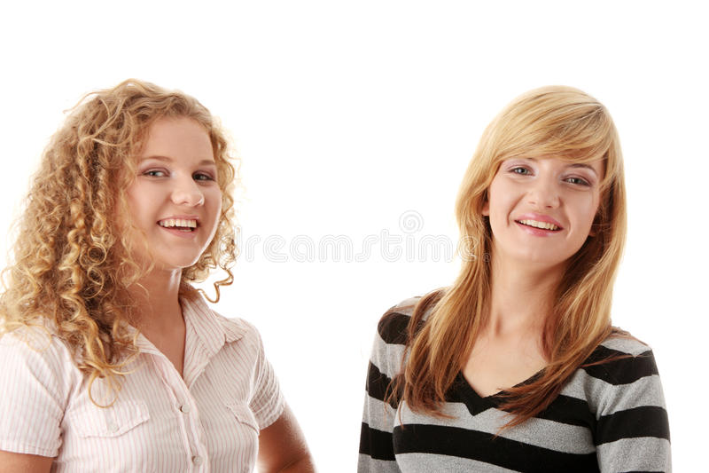красивейшие белокурые подруги предназначенные для подростков 2 стоковые фото
