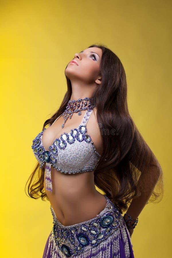 красивейшие волосы длиной oriental танцора стоковое изображение