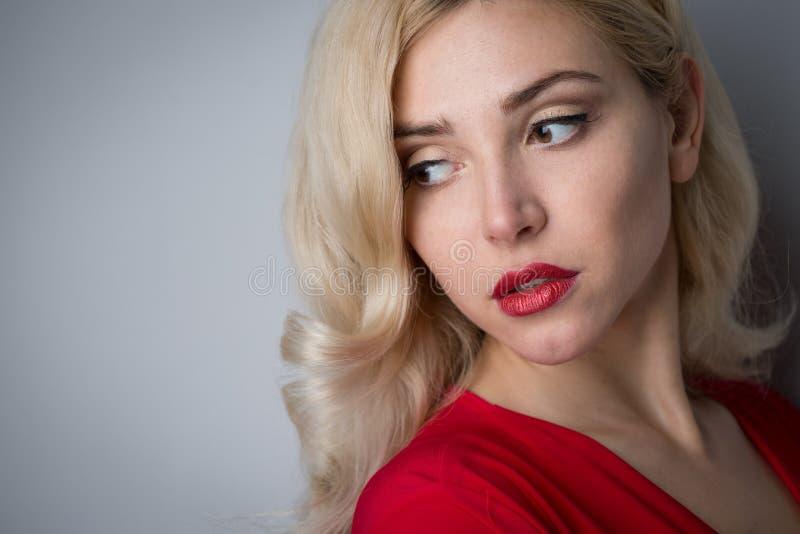 красивейшие волосы девушки вечера стоковые изображения