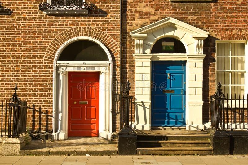 красивейшие двери dublin стоковые фото