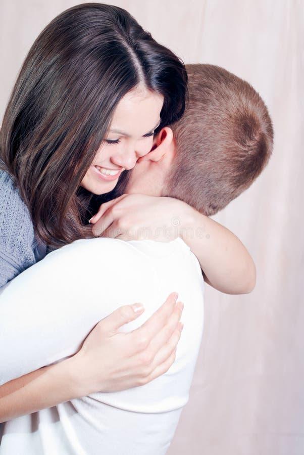 красивейшие детеныши женщины влюбленности стоковое изображение