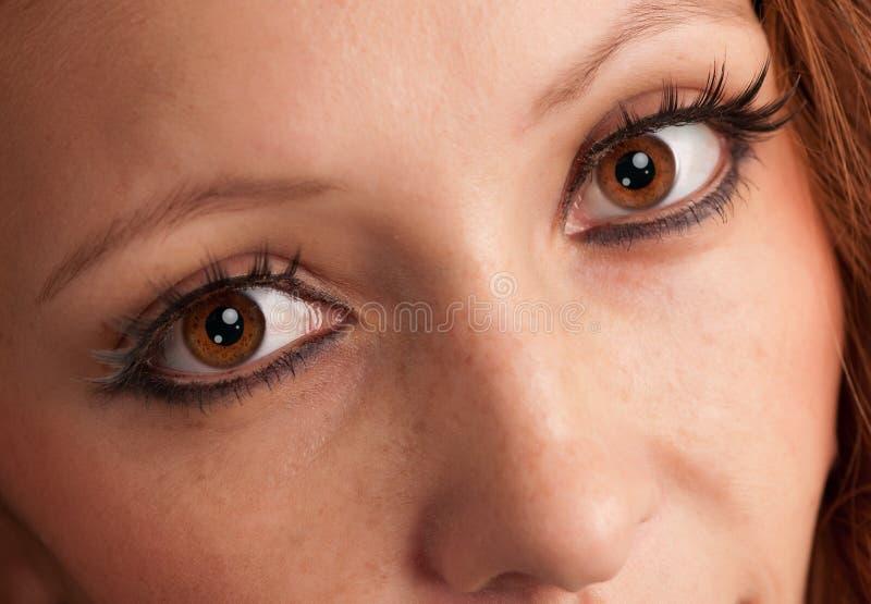 красивейшие детеныши женщины глаз s стоковые фото