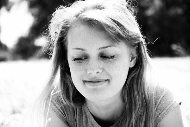 красивейшие детеныши женщины портрета стоковая фотография rf