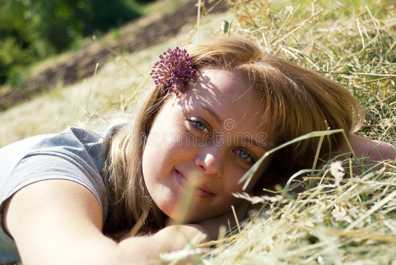 красивейшие детеныши женщины портрета стоковое фото